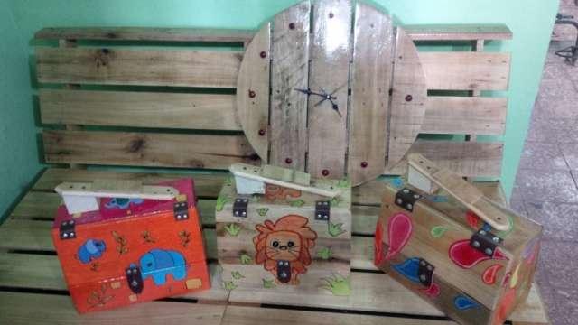 Muebles y objetos decorativos en madera reciclada en Santo Domingo