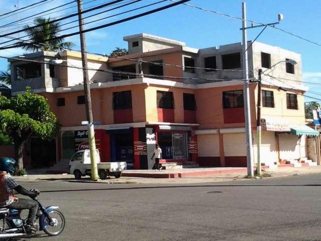 Vendiendo edificio 11locales 4 apartamentos 3 pisos 750 m2