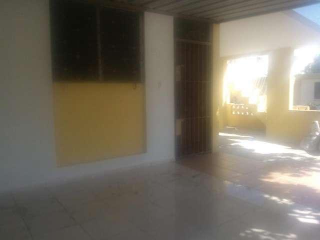 Casa en alquiler urbanización el cacique cód. 2-2014
