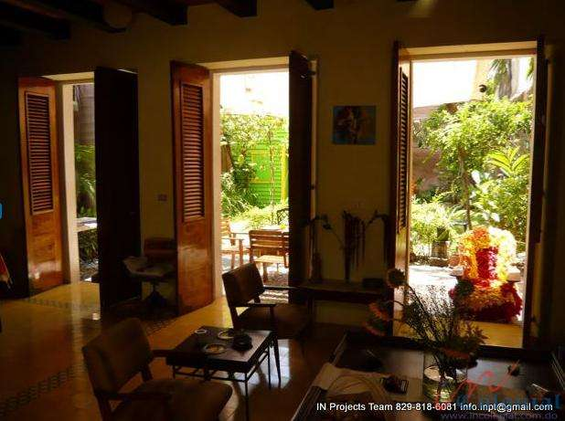 Alquilp o vendo de casa zona colonial, con amplio patio
