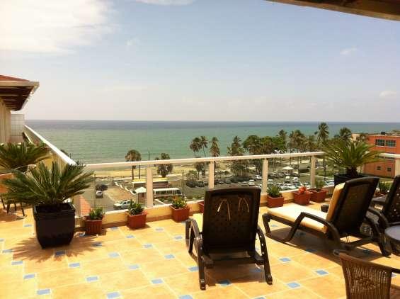 Apartamentos amueblados con vista al mar