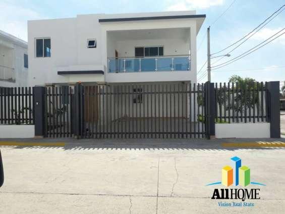 Casa lista en hermosa urbanización los rieles gurabo, santiago