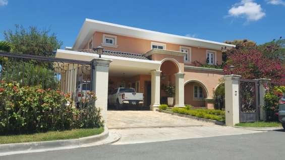 Casa residencial de venta con jacuzzi y seguridad 24/7 (rmc-139)