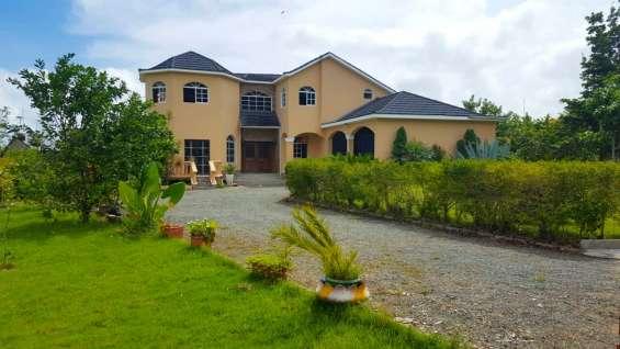 Casa en venta en jarabacoa en residencial (rmc-159)