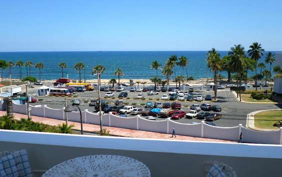 Oceanfront 2/2 furnished apt with terraza.