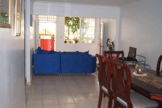 Casa en la república de colombia de 408 m2, terraza, patio,
