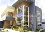 moderna  y confortable  casa   en residencial    cerrado  en gurabo